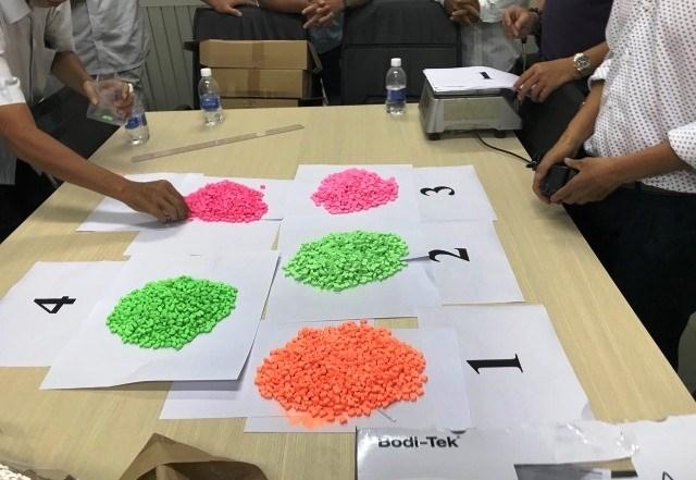Hơn 14kg ma túy tổng hợp được cất giấu tinh vi trong các bưu kiện nhập khẩu chuyển phát nhanh. Ảnh Hồng Trường