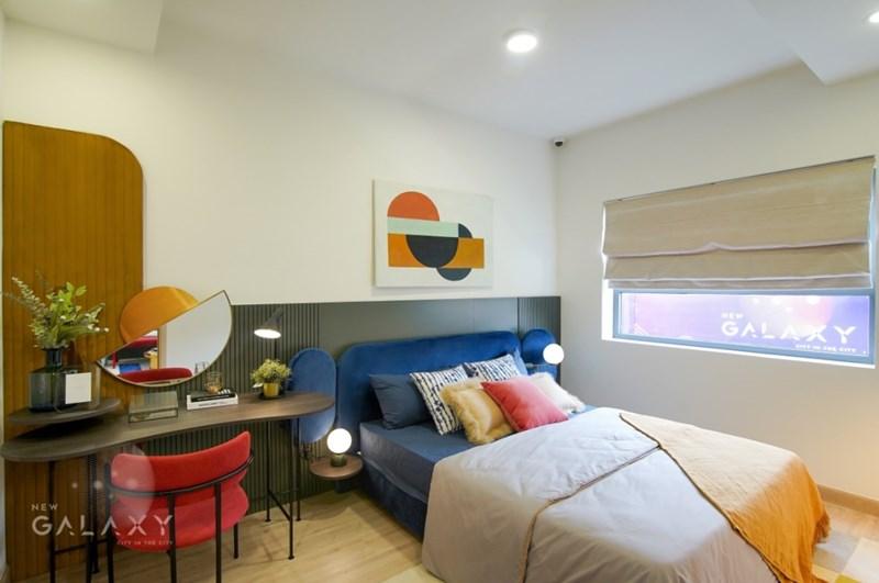 Không gian phòng ngủ ấm cúng và hiện đại. Ảnh Quỳnh Trần