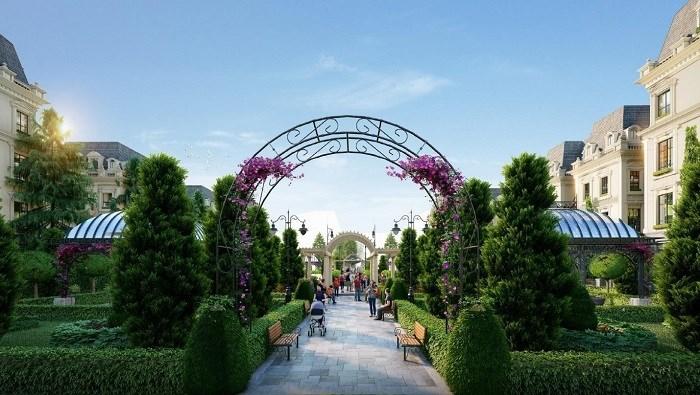 Khu vườn Hoàng gia mang lại cảnh quan xanh mát cho toàn khu. Ảnh: Hồng Hạnh.