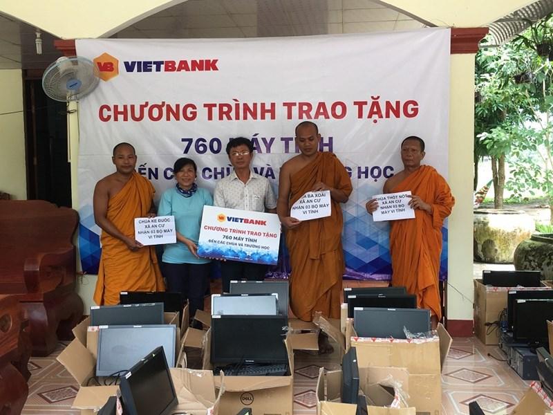 Vietbank tặng 760 máy tính cho các chùa và trường học - Ảnh 1