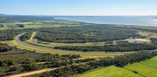 VinFast cam kết sẽ duy trì công tác bảo vệ môi trường, thảm thực vật nguyên thủy và cảnh quan thiên nhiên tại địa phương. Ảnh VIC