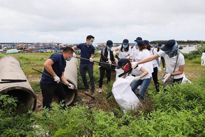 Tập đoàn Novaland hưởng ứng phong trào bảo vệ môi trường biển tại Bà Rịa - Vũng Tàu. Ảnh NVL