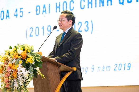 Ông Trần Kim Chung truyền đạt bài học thành công đến sinh viên trẻ bằng cả tâm tư, nhiệt huyết. Ảnh C.T Group