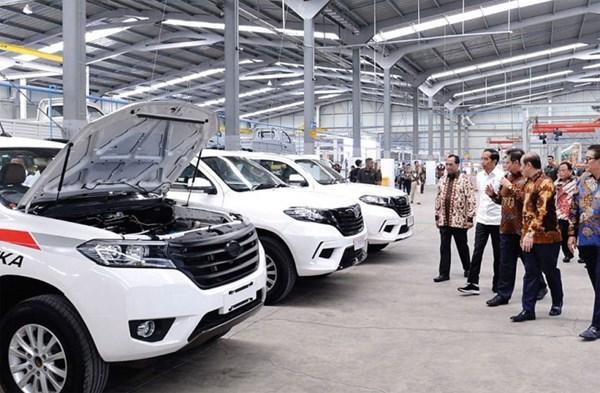 """Tổng thống Indonesia - Joko """"Jokowi"""" Widodo khai trương nhà máy của nhà sản xuất xe hơi PT Solo Manufaktur Kreasi, được biết đến với thương hiệu xe hơi quốc gia Esemka, tại Boyolali, Indonesia."""