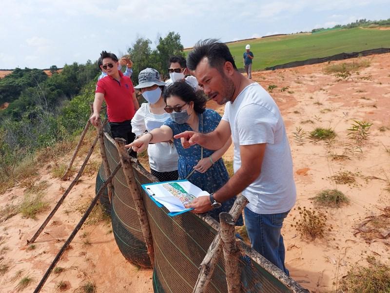 Đại diện Bệnh viện Đại học Y Hà Nội khảo sát Dự án NovaWorld Phan Thiet sau buổi làm việc. Ảnh NVL