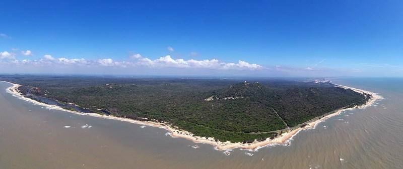 Hồ Tràm sở hữu vẻ đẹp giao hòa của rừng - biển, thích hợp để phát triển nhiều hoạt động trải nghiệm đa dạng. Ảnh: Hữu Khoa.