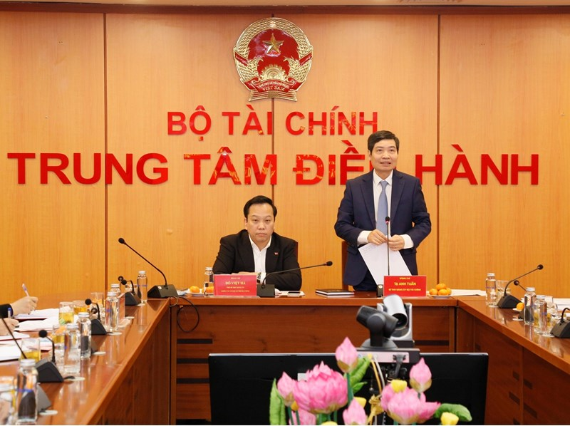 Đồng chí Tạ Anh Tuấn - Ủy viên Ban Cán sự, Bí thư Đảng ủy, Thứ trưởng Bộ Tài chính phát biểu chỉ đạo Hội nghị