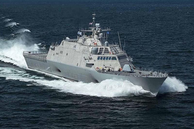 Chiến hạm này có thể mang theo một trực thăng MH-60R/S, hai trực thăng không người lái MQ-8B hoặc một chiếc MQ-8C.