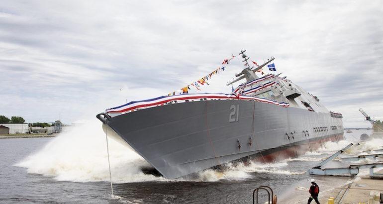 """""""Khiếm khuyết thiết kế mới phát hiện trên chiến hạm lớp Freedom liên quan đến vòng bi trong bộ ly hợp tốc độ cao của hệ thống tích hợp, buộc nhà thầu công nghiệp và hải quân phải khắc phục cho những chiến hạm đang được đóng và một số tàu đã được biên chế vào các hạm đội"""", ông Alan Baribeau, phụ trách truyền thông cho Bộ chỉ huy Hệ thống Hàng hải của hải quân Mỹ, cho biết."""