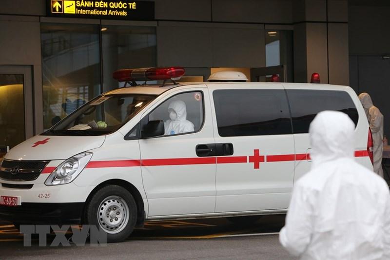 Xe chuyên dụng cùng các thiết bị y tế sẵn sàng đáp ứng việc điều trị lưu động cho các tình huống. (Ảnh: Dương Giang/TTXVN)