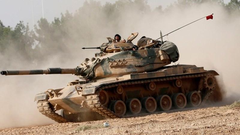 Cùng với tối hậu thư, hơn 100 xe tăng chiến đấu chủ lực của quân đội Thổ Nhĩ Kỳ được báo cáo đã tràn vào tỉnh Idlib, các chiến xa của Ankara đều thuộc loại rất hiện đại bao gồm M60TM hay Leopard 2A4.