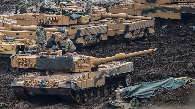 Số lượng lớn xe thiết giáp, binh sĩ của Ankara đã có mặt bên trong lãnh thổ Syria, Tổng thống Thổ Nhĩ Kỳ Tayyiv Erdogan thậm chí còn gửi tối hậu thư tới Moskva và Damascus để đặt thời hạn rút quân cho họ.