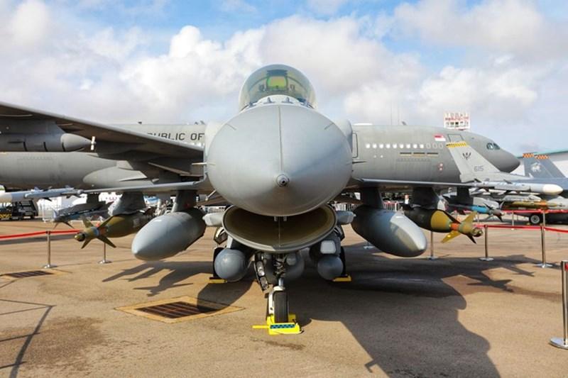 Máy bay chiến đấu đa nhiệm F-16 D+ Fighting Falcon của không quân Singapore.
