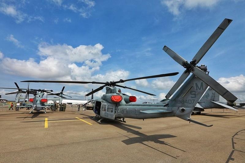 Trực thăng MH-60R Seahawk và Trực thăng AH-1Z Viper của Hải quân Mỹ.