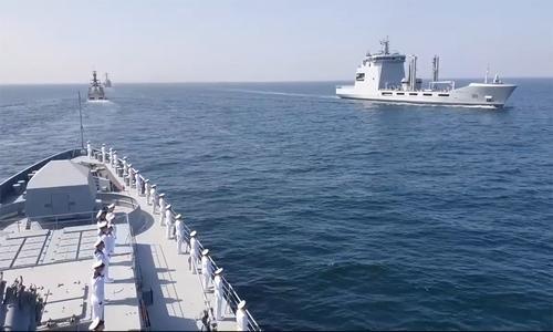Nhóm tàu hải quân Nga gồm hộ vệ hạm Đô đốc Grigorovich, tàu tuần tra Dmitry Rogachev và tàu kéo cứu hộ SB-739 tham gia diễn tập trên biển AMAN 2021 do Pakistan tổ chức trên biển Arab ngày 15-16/2. Cuộc diễn tập có sự tham gia của 45 quốc gia, bao gồm Mỹ, Anh và Trung Quốc.