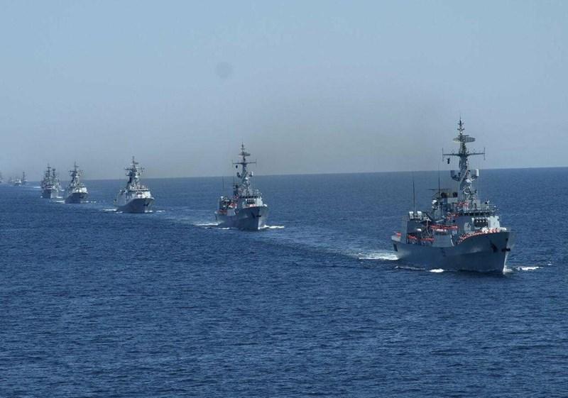 Trong số 45 quốc gia tham gia, chỉ có 7 nước điều chiến hạm và khí tài tham gia diễn tập, số còn lại cử quan sát viên tới dự.
