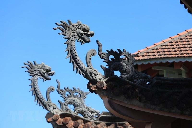 Những đầu đao hình rồng tại chùa Bửu Minh. (Ảnh: Thành Đạt/TTXVN)