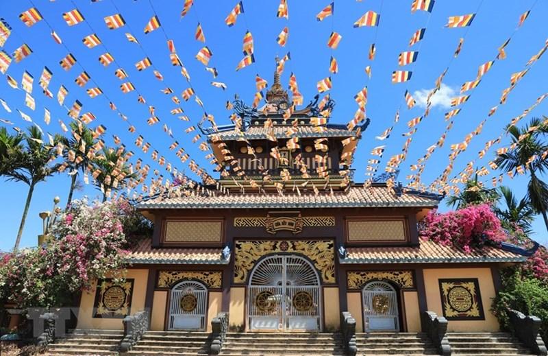 Với những dấu ấn mang phong cách riêng, kiến trúc của chùa Bửu Minh chính là sự kết hợp giữa hiện đại mà không mất đi phần cổ kính. (Ảnh: Thành Đạt/TTXVN)