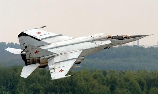 Hơn nữa, MiG-25 của Iraq là phiên bản xuất khẩu, không chỉ thua kém loại đang phục vụ cho Liên Xô mà còn cả những chiếc được chuyển giao cho các đồng minh khối Hiệp ước Warsaw. Do đó, khả năng chống lại F-15 của tiêm kích Iraq không thể gây ấn tượng.