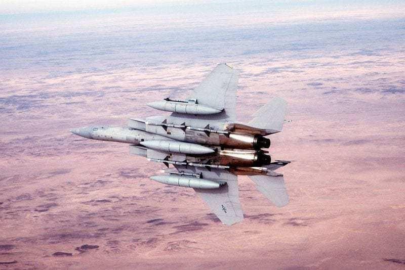 F-15 bắn trúng một trong những chiếc MiG-29 bằng chiếc quả AIM-7 Sparrow đầu tiên được khai hỏa. Chiếc MiG thứ hai đã bắt được F-15C trong phạm vi của nó, buộc