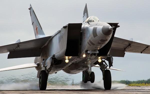 Cùng ngày 17/1, 2 chiếc MiG-25 đã tấn công tiêm kích F-15 khi chúng đang làm nhiệm vụ hộ tống. Các tên lửa R-40 của MiG không thể tiếp cận mục tiêu và F-15 đã bắn 10 tên lửa AIM-7 để đáp trả.