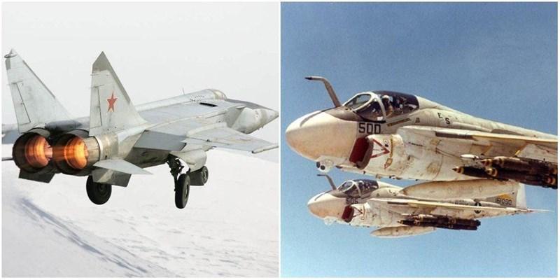 Cả hai đều là tiêm kích hạng nặng chủ yếu dùng để chiến đấu trên không, nhưng F-15 có lợi thế là được hỗ trợ bởi máy bay AWACS, mang lại khả năng nhận biết vị trí của đối phương tốt hơn nhiều.