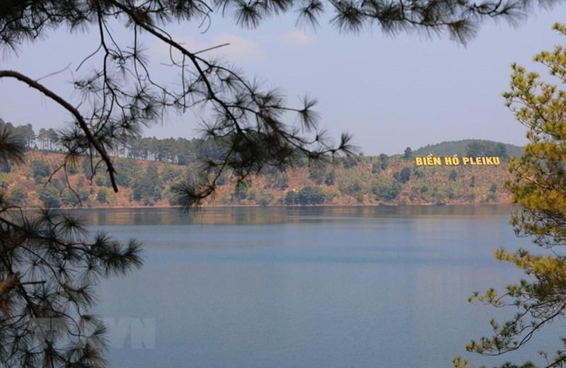 Biển Hồ, thắng cảnh du lịch nổi tiếng của thành phố Pleiku, tỉnh Gia Lai. (Ảnh: Thành Đạt/TTXVN)