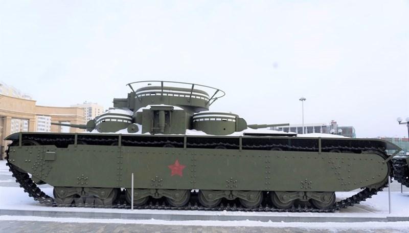 Xe tăng ''cổ'' T-35 với 5 tháp pháo có tới 12 người điều khiển. (Ảnh: TTXVN)