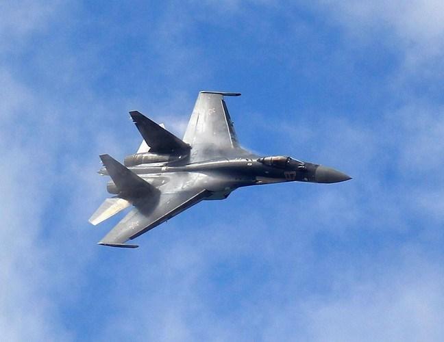 Cụ thể, Indonesia cho rằng Su-35 không được áp dụng công nghệ tàng hình, có diện tích phản xạ radar quá lớn, khiến chúng dễ bị phát hiện trong không chiến tầm xa.