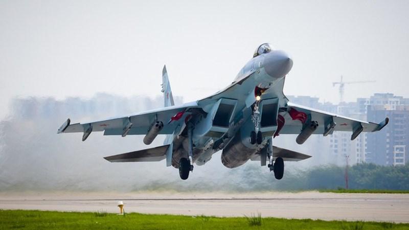 Không chỉ có vậy, chi phí khai thác và đảm bảo kỹ thuật của Su-35 là cực lớn, tỏ ra vượt trội sản phẩm phương Tây, nhất là bộ phận chỉnh hướng phụt 3D của động cơ có tuổi thọ rất ngắn.