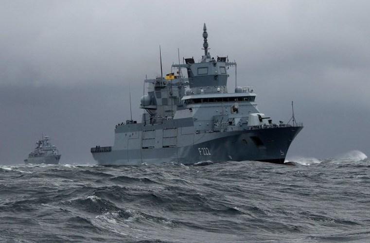 F125 lớp Baden-Württemberg mặc dù được Hải quân Đức xếp hạng khinh hạm (frigate) nhưng với lượng giãn nước đầy tải 7.200 tấn và chiều dài 150m, đây chính là chiếc frigate lớn nhất thế giới và thực chất nó phải được gọi là khu trục hạm (destroyer)