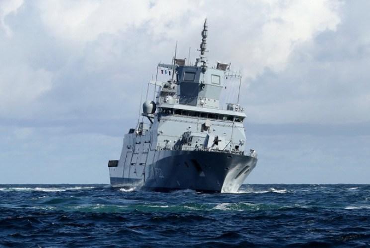 Đi kèm theo đó là các loại radar dẫn đường hàng hải, radar kiểm soát hỏa lực, thiết bị trinh sát quang học, thông tin liên lạc vô cùng tối tân có nguồn gốc từ những công ty hàng đầu của Mỹ và châu Âu