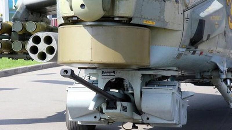 Bệ xoay này hoàn toàn tự động kết hợp với mũ bay có hệ thống nhắm bắn giúp phi công có thể nhanh chóng khai hỏa để tiêu diệt mục tiêu ngay khi phát hiện ra chúng