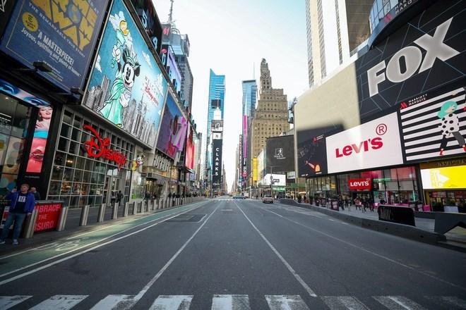 Nước Mỹ đang thực hiện những biện pháp mạnh tay để ngăn virus corona chủng mới lây lan. Quảng trường Thời đại trở nên vắng vẻ khi New York - trung tâm tài chính của nước Mỹ - cấm các giải đấu và sự kiện từ 15/3. Ảnh: Getty.
