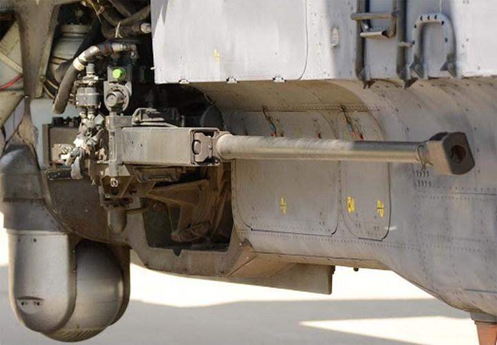 Pháo có khối lượng 115 kg, chiều dài 3.027mm, chiều dài nòng lên tới 2.416mm