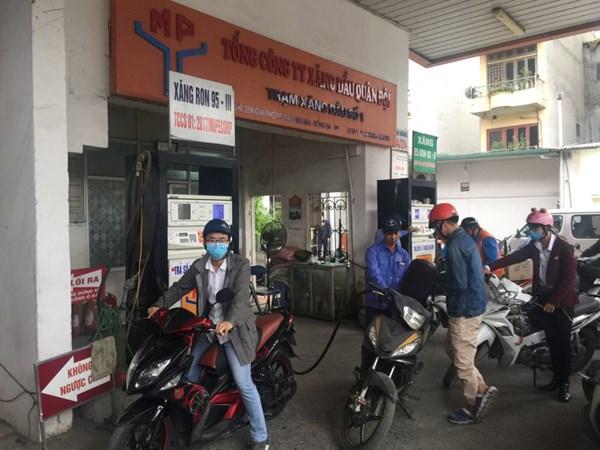 Cửa hàng xăng dầu số 259 Giải Phóng thuộc hệ thống của Tổng Công ty Xăng dầu quân đội (Mipec) đã cung cấp xăngA95 trở lại từ 21h đêm 26/3. Ảnh: Khắc Kiên