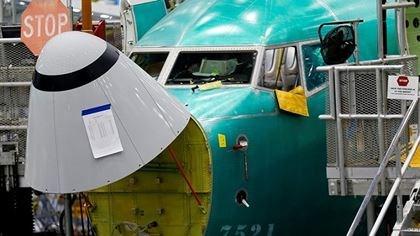 Cảm biến góc tấn được đánh dấu trên mũi của một chiếc Boeing 737 MAX 8 tại nhà máy của công ty ở Washington, Mỹ. Ảnh:Reuters.