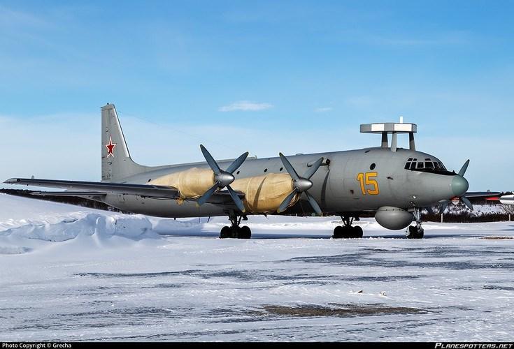 Khoang chứa vũ khí và các điểm treo bên ngoài của máy bay tuần tra săn ngầm Il-38N có thể mang theo 9.000 kg bao gồm tên lửa đối hạm, ngư lôi và bom chìm.