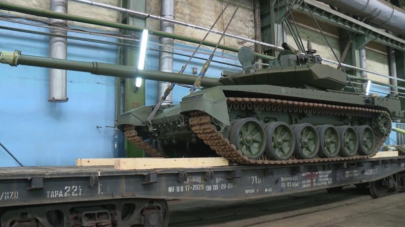 Vấn đề được quan tâm hiện nay đó là đơn vị nào của lục quân Nga sẽ được ưu tiên tiếp nhận những cỗ chiến xa chủ lực cực kỳ hiện đại này đầu tiên.