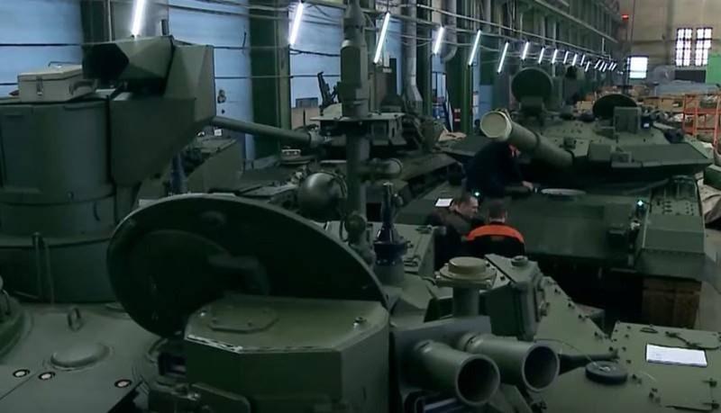 Mới đây truyền thông Nga đã đăng tải những bức ảnh về dây chuyền lắp ráp xe tăng chiến đấu chủ lực thế hệ mới T-90M Proryv-3 tại nhà máy chế tạo UralVagonZavod nổi tiếng.