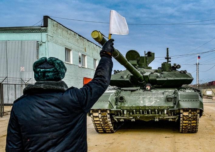 Xe tăng huyền thoại T-72 lần đầu tiên ra mắt công chúng tại cuộc duyệt binh diễn ra ngày 7/11/1977 cũng đã được lái bởi những chiến sĩ của Sư đoàn cận vệ Tamanskaya.
