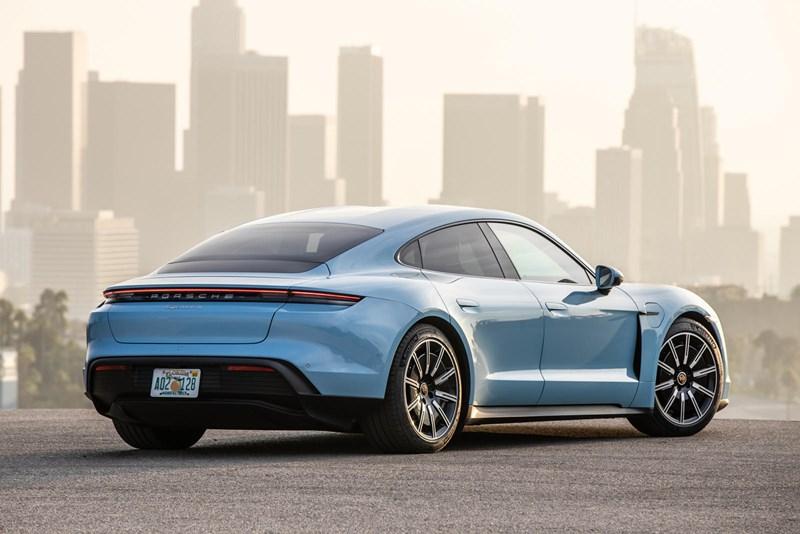 Porsche Taycan là mẫu xe đầu tiên trên thế giới sử dụng công nghệ sơn mới  - Ảnh 1