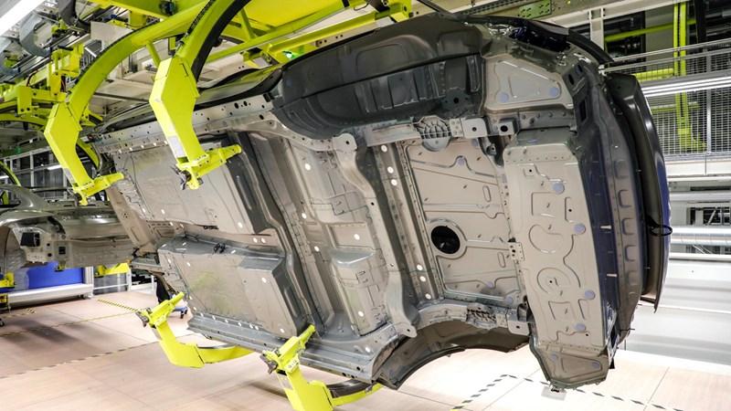 Porsche Taycan là mẫu xe đầu tiên trên thế giới sử dụng công nghệ sơn mới  - Ảnh 2