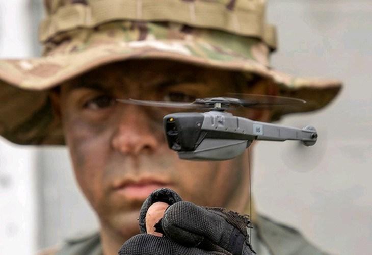 Cơ sở dữ liệu đa phương tiện thu được từ UAV trinh sát siêu nhỏ được lưu trữ trên bộ nhớ của đài thông tin liên lạc đa phương tiện của bộ chỉ huy tác chiến.