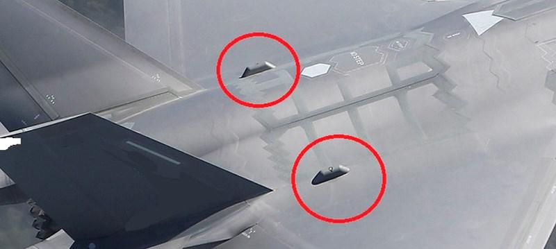 Do tác dụng của khí tài trên khiến chỉ số RCS của chiếc F-35 lúc này chẳng khác gì tiêm kích thế hệ 4 thông thường, do vậy nó dễ dàng bị phát hiện ở cự ly xa