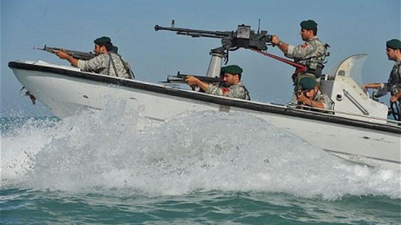 Vì thế, ngoài việc sử dụng để bắn phá các tàu chiến, loại súng này còn là mối đe dọa thường trực của những tiêm kích hạm khi bổ nhào, hoặc các trực thăng trên các chiến hạm.