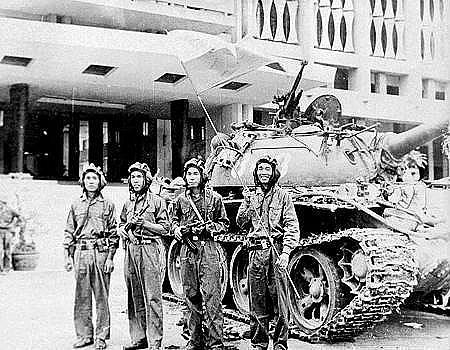 Các chiến sĩ xe tăng 843 trưa 30/4/1975