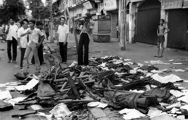 Vũ khí của các binh lính chính quyền Sài Gòn bị tịch thu