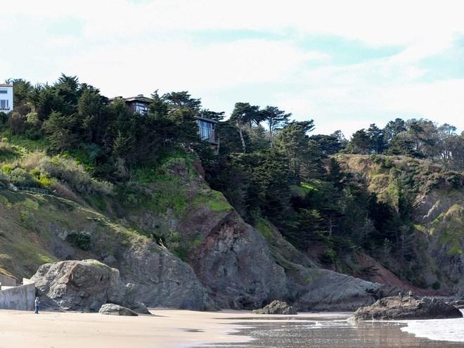 Tháng 11/2019, Dorsey tiếp tục chi 21 triệu USD mua căn nhà 2 tầng ngay cạnh đó. Đây là căn nhà có giá đắt nhất tại Sea Cliff.