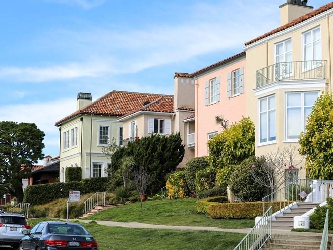 Nhà tại đây có giá trung bình 3,36 triệu USD, cao hơn so với mức giá trung bình 1,39 triệu USD của thành phố San Francisco.